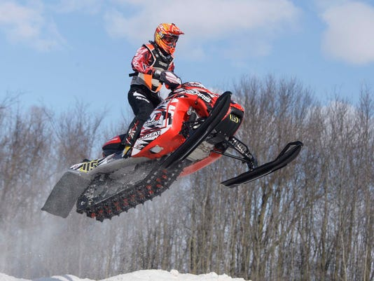 -she s snowmobile races Plymouth 0125gck-02.JPG_20140125.jpg