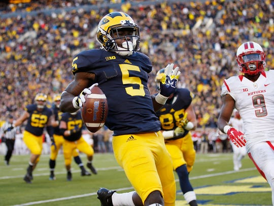 Jabrill Peppers of the Michigan Wolverines runs for
