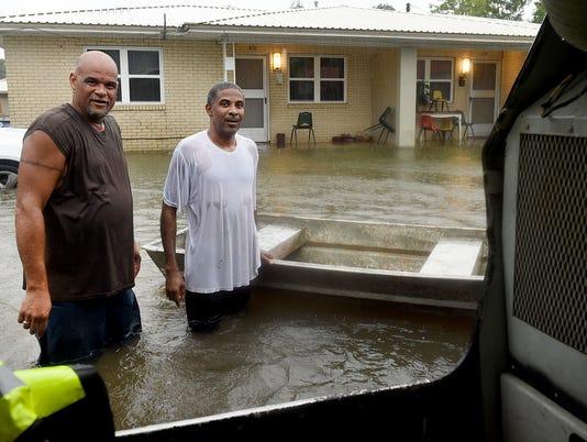 636066830025877876-floods14.jpg