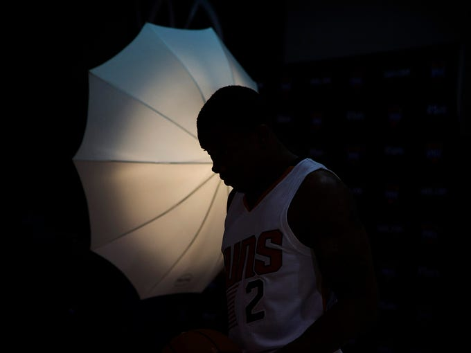 Suns' Eric Bledsoe takes a moment to himself in-between