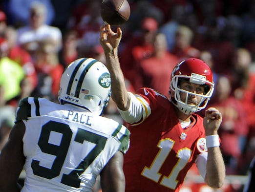 Chiefs quarterback alex smith 11 throws a pass against the jets at