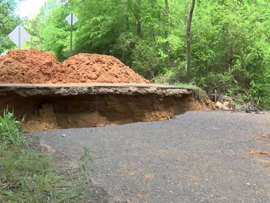 635657328218695307-Panola-County-road-collapse