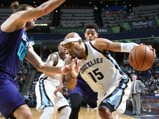 Memphis Grizzlies VInce Carter, center, makes a baseline move to the basket defended by Charlotte Hornets Spencer Hawes, left, and Jeremy Lamb, right.