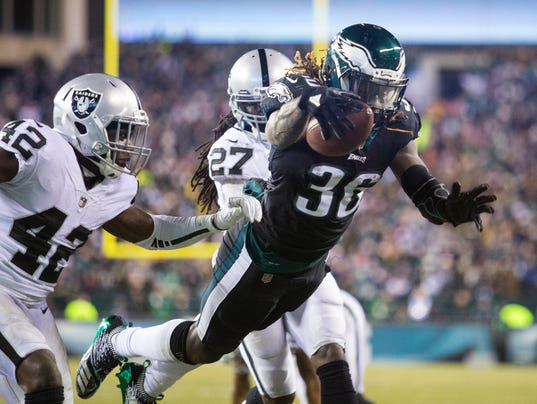 Eagles Win Ugly Game Clinch Home Field Through Playoffs