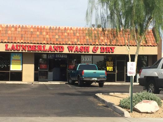 Un hombre de 22 años y su sobrino estaban en esta lavandería