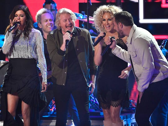 "Little Big Town performs ""I Won't Back Down"" with Jason"