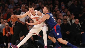 Knicks crush struggling Clippers in battle of summer makeovers