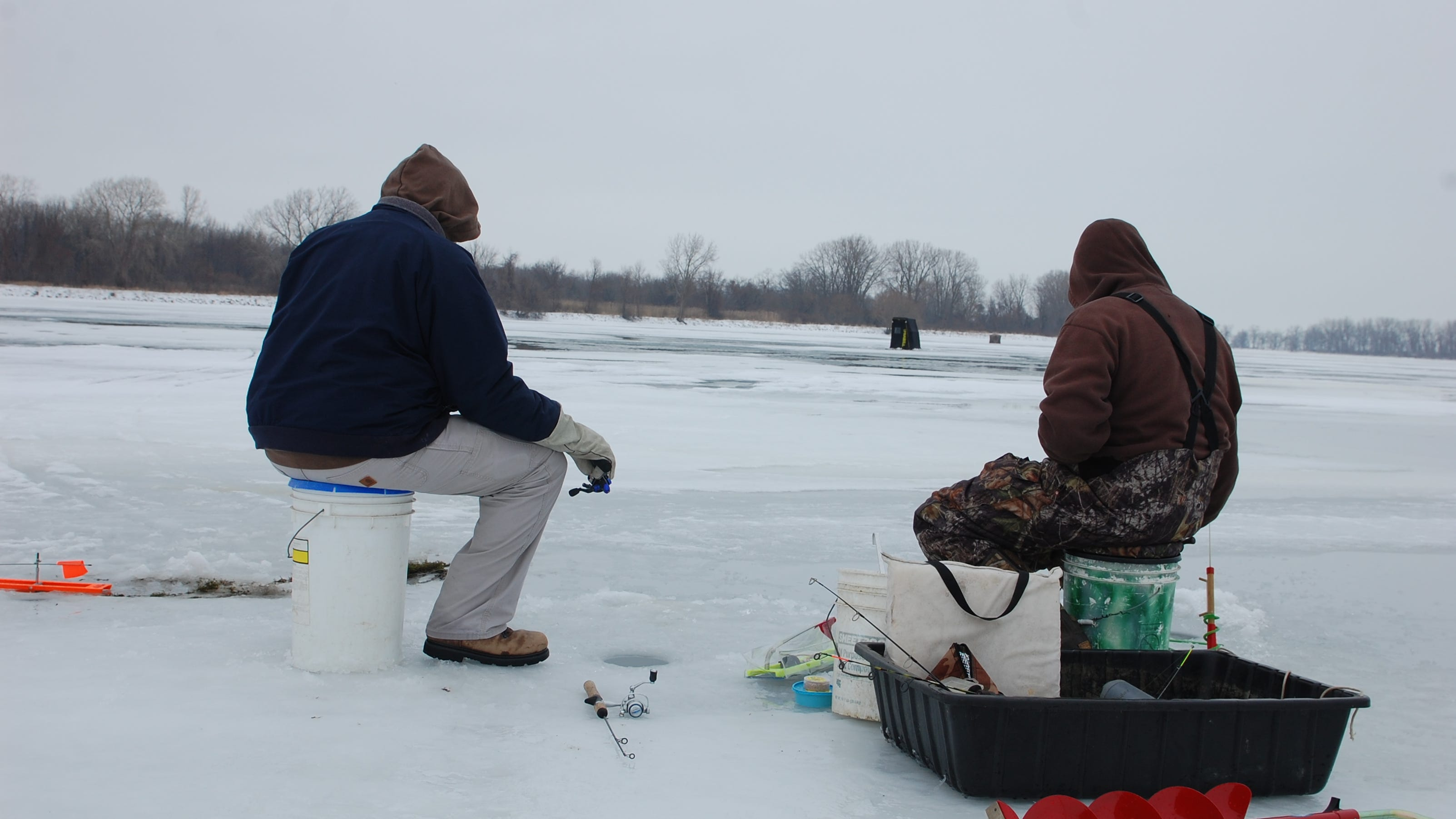 Hard water means lake erie ice fishing for Lake erie ice fishing