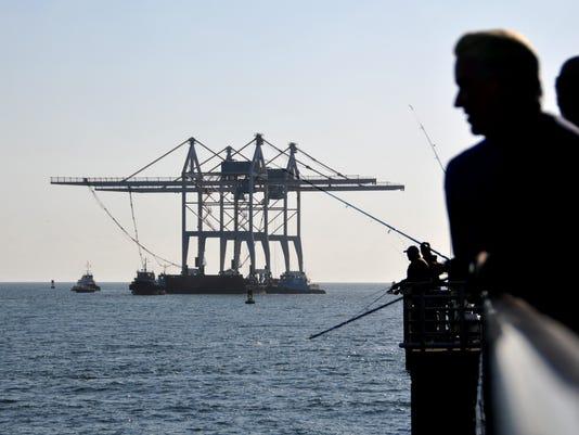 -Giant Cranes arrive at Port 7.JPG_20140321.jpg