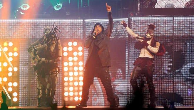 """El cantante puertorriqueño Don Omar, durante el concierto """"Daddy Yankee vs. Don Omar, The Kingdom"""" en el Coliseo José Miguel Agrelot en San Juan (Puerto Rico)."""