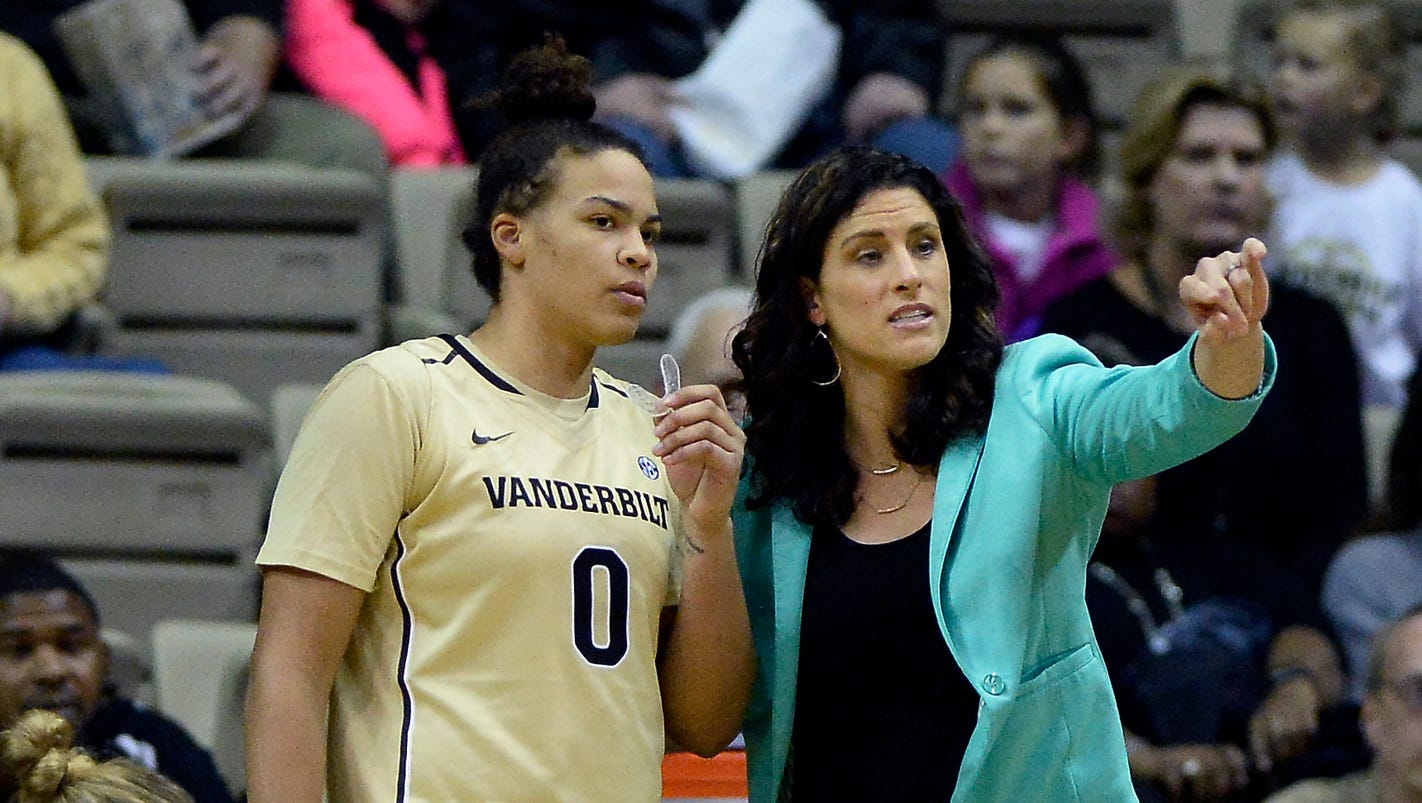 636179572152154205-nas-vandy-louisville-wbball-1222-006