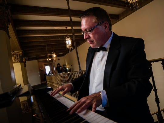 Pianist Terry Mikeska provided the music for the wedding ceremony.