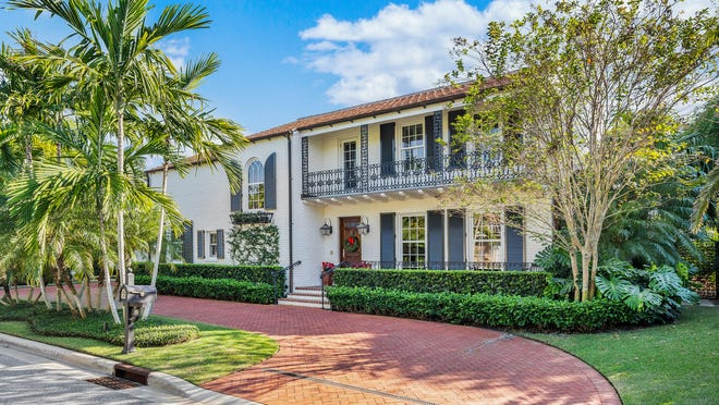 Designed in 1927 by noted society architect Howard Major, a landmarked house at 270 Queens Lane in Palm Beach has changed hands for a recorded $7.85 million on the near North End of Palm Beach.