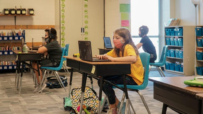 Deep Wood Elementary students wear masks and sit at socially distanced tables during the school day. While more Round Rock high school and middle school students have returned to the classroom, the number of elementary school students who are doing their learning in-person in the district has dropped.