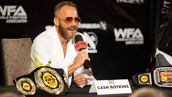 Cash Boykins (Stephen Dorff) lightens up for the press before his next fight.