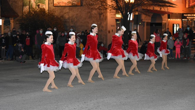 The annual Ottawa Mayor's Tree Lighting took place Saturday evening at the intersection of 2nd and Main streets in Ottawa. The event was conducted by Mayor Tim Weigand and featured a performance of the Spotlight Sparklers of Spotlight Dance Academy.