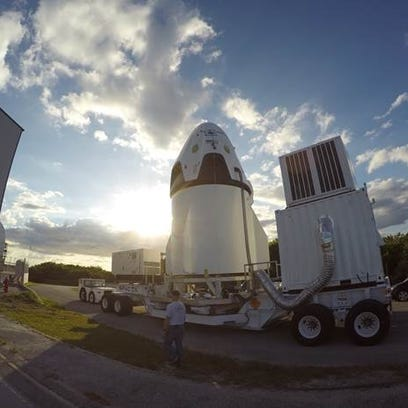 """The SpaceX Dragon capsule and """"trunk"""" that will fly"""