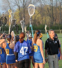 3c24e590e19 Mariemont lacrosse coach shows team how to battle