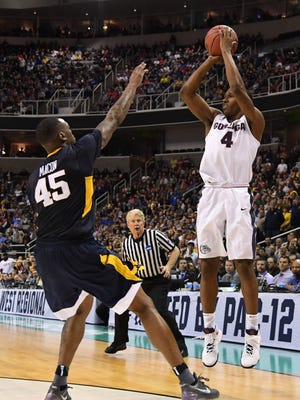 Gonzaga guard Jordan Mathews makes a tiebreaking 3-pointer with 57.3 seconds remaining to help the Bulldogs to a Sweet 16 victory against West Virginia on Thursday night in San Jose.