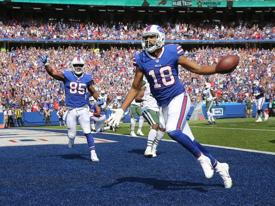 Bills receiver Andre Holmes catches a 1-yard touchdown pass in a 21-12 win over the New York Jets.