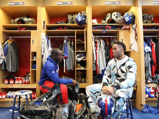 Orleans Darkwa and Rashad Jennings talk in the Giants