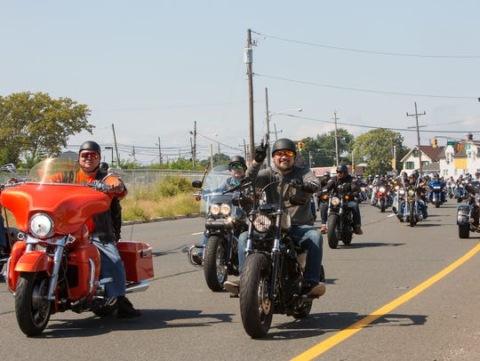 Rolling Thunder biker patriots approach the Route 35