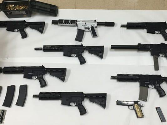 635817205379095965-the15-1028-guns