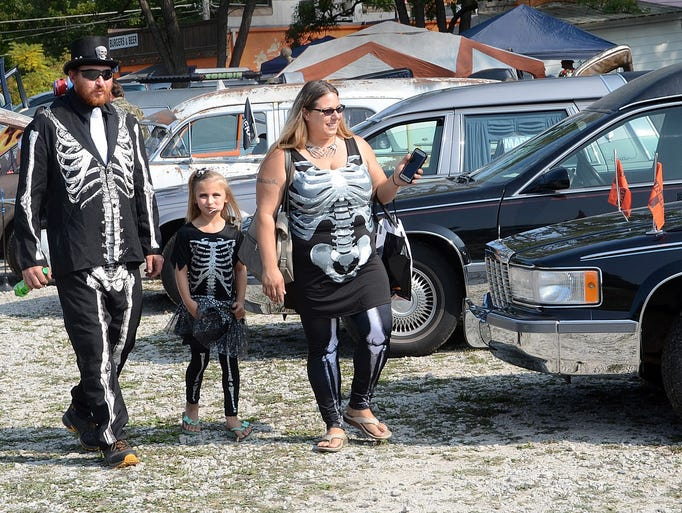 The Graves family, from left, Mike, 7-year-old Maddie,