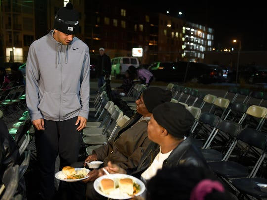 Titans quarterback Marcus Mariota visit with Robert Wade and Linda Goldthrethae after serving Thanksgiving dinner to the homeless. The Tennessee Titans teamed up with Bridge Ministries to feed the homeless a Thanksgiving meal under the Jefferson Street Bridge Tuesday Nov. 22, 2016, in Nashville, Tenn.