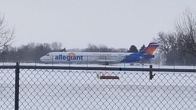 An Allegiant Air Flight skidded off the runway Sunday afternoon at the Sioux Falls airport.