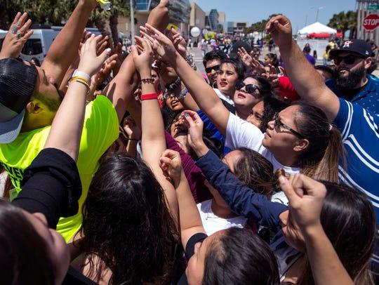 Fiesta de la Flor fans rush to get meet and greet tickets