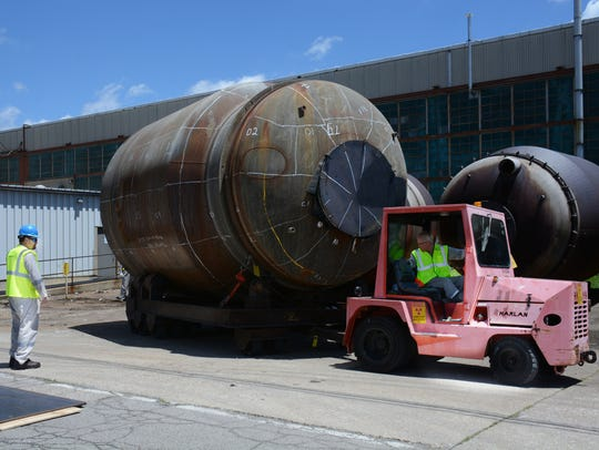 A 33-ton converter is moved at the Piketon plant site.