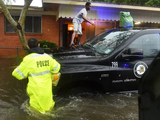 636066829887191209-floods10.jpg