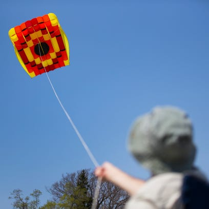 Kevin Reynolds flies a 12' x 17' kite he made during