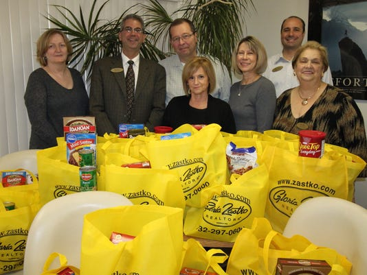 Thanksgiving-food-bank-2015.jpg