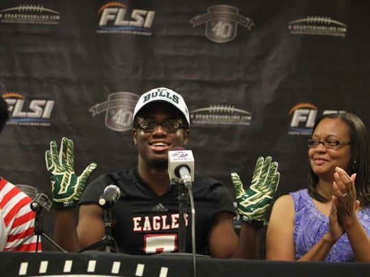 NFC defensive end Michael Scott committed to the University of South Florida on Tuesday at 4Quarters Online Football Media Day.