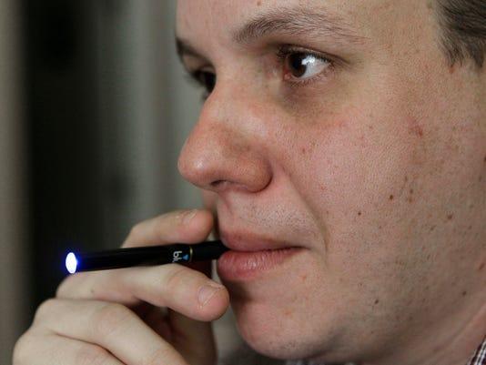 -Electronic Cigarettes_John.jpg_20100901.jpg