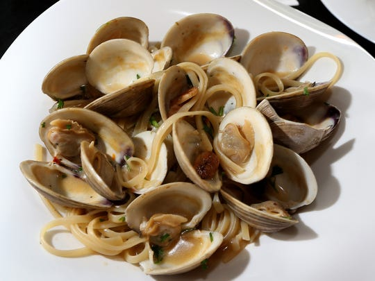 Linguine aloe Vongole features saut?ed clams in a white or red sauce over fresh linguine. Moda Italian Restaurant just opened up in the new College Town area on Madison Street in Tallahassee and features truly authentic Italian food and beverages.