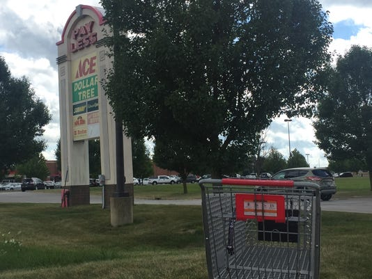 636386586245821935-cart-in-front-of-Pay-Less-sign.jpg