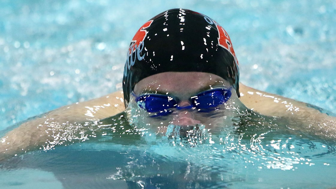 Arrowhead Swimmers Settle For Sixth Place
