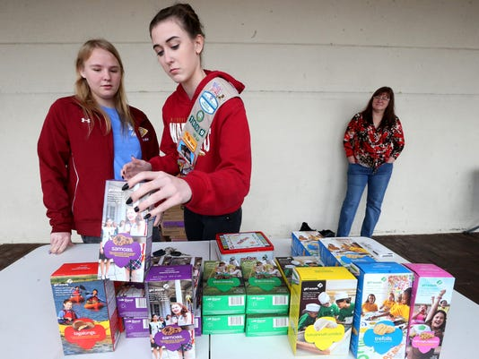 635918286015299470-01-girl-scout-cookie-sales.JPG