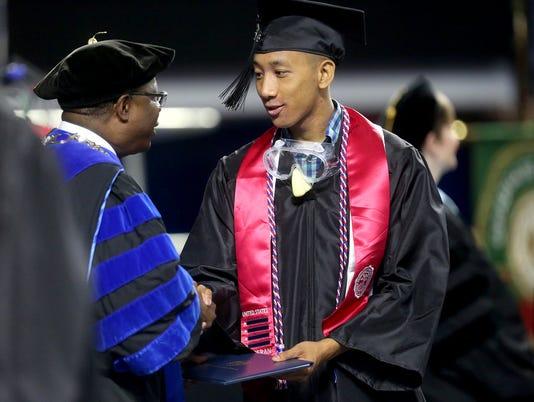 635982285364597256-08-MTSU-Graduation.jpg