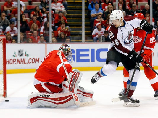 635547926163732813-AP-Avalanche-Red-Wings-Hocke
