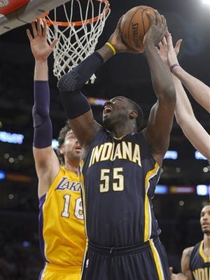 Roy Hibbert goes up for a layup over Lakers' Pau Gasol