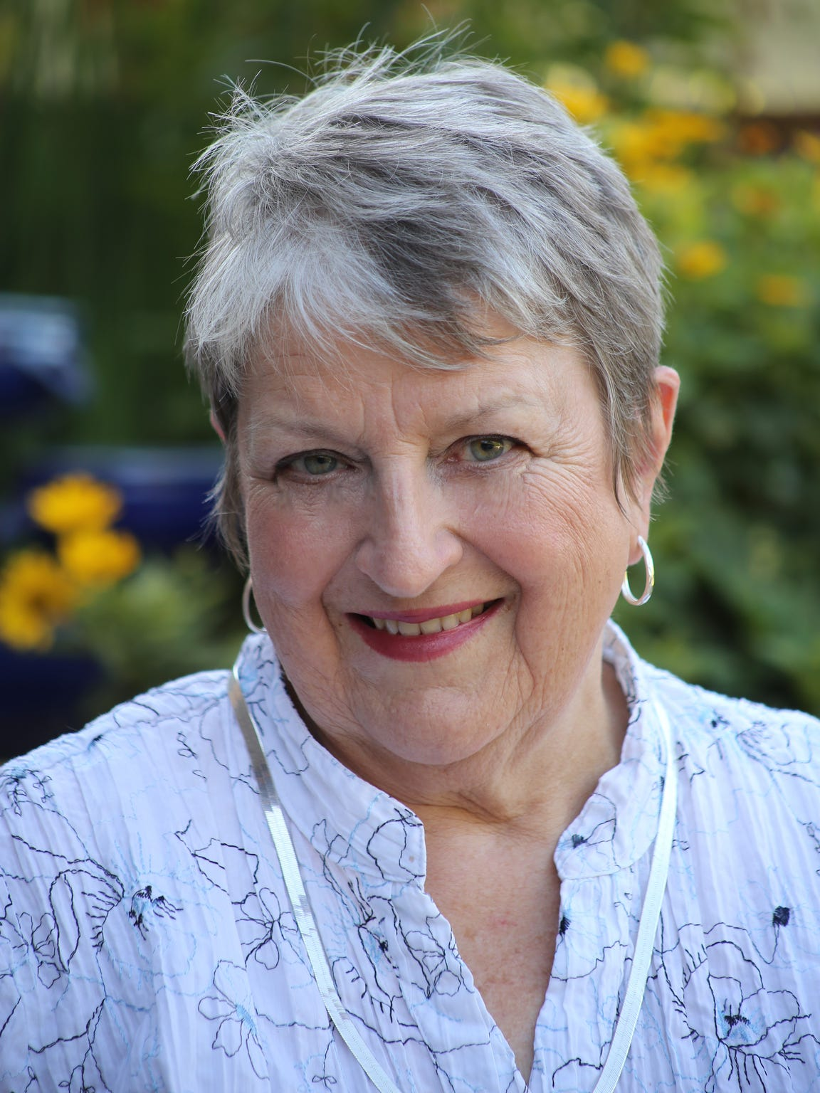 """Linda Pischke was named the 2017 """"Woman of Faith"""" by the Sisters of the Divine Savior for her 16 years of work with women who had been incarcerated."""