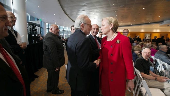 Former DuPont CEO Ellen Kullman (right) in 2015 led the company to victory in a proxy war with its board of directors intact, as none of activist investor Nelson Peltz's (left) four nominees won a seat.