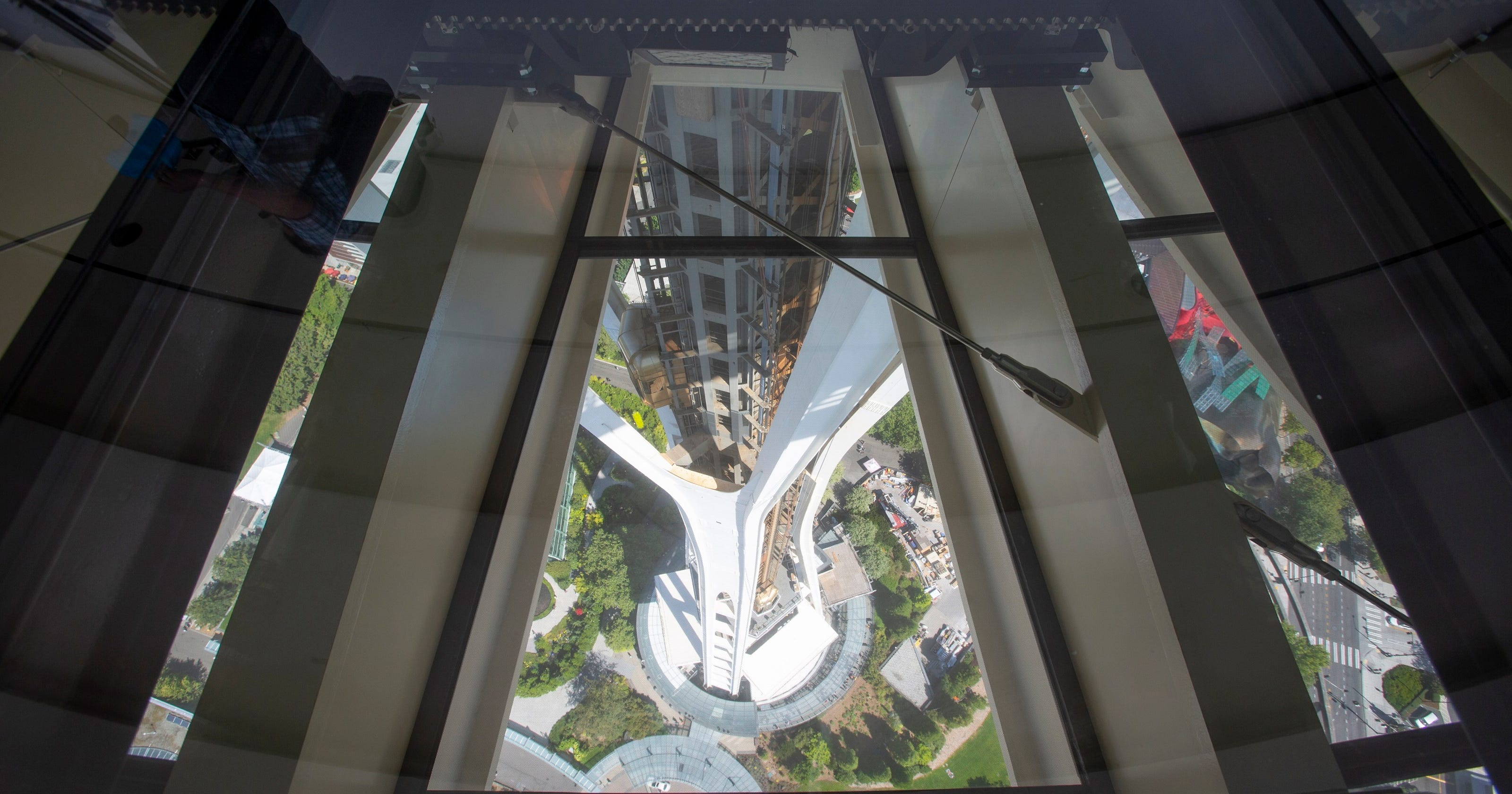 Seattles Space Needle Opens The Worlds Only Rotating Glass Floor