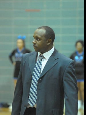 Moore girls basketball coach Maurice Ponder