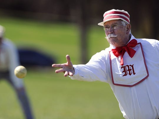 Don Andersen of the Ohio Valley Muffins pitches during