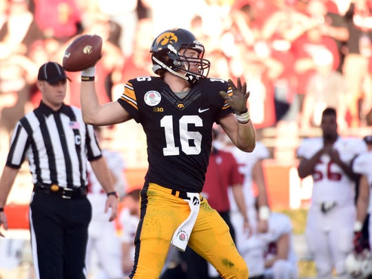 Iowa Hawkeyes quarterback C.J. Beathard threw for 2,809